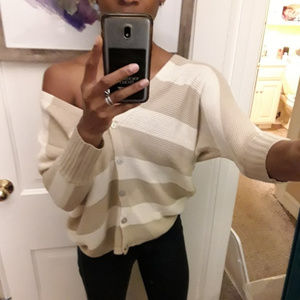 FOREVER 21 | Beige and Cream 3/4 Sleeve Sweater
